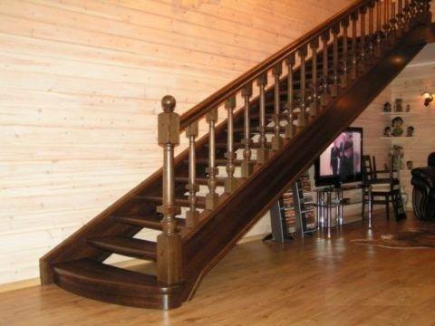 Деревянные лестницы из дуба: особенности изготовления