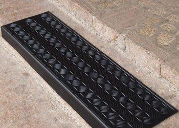 Противоскользящее покрытие на ступени крыльца: способы сделать их безопасными