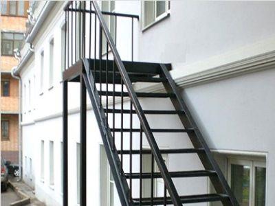 Уличные чердачные лестницы своими руками
