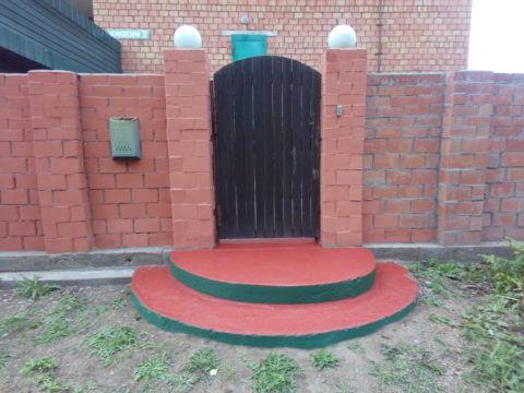 Чем покрасить бетонное крыльцо на улице?