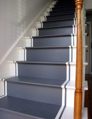 Деревянная лестница, покрашенная эмалью