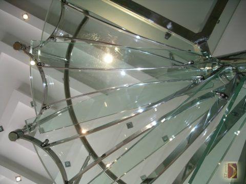 Дизайнерские проекты стеклянно-металлических лестниц