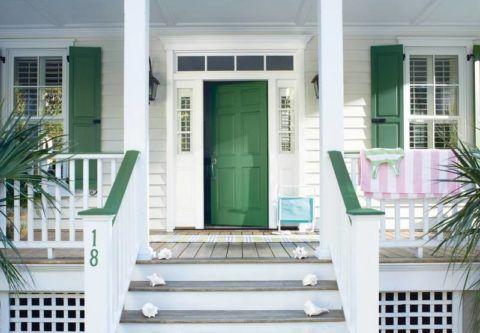 Дом с крыльцом и с террасой