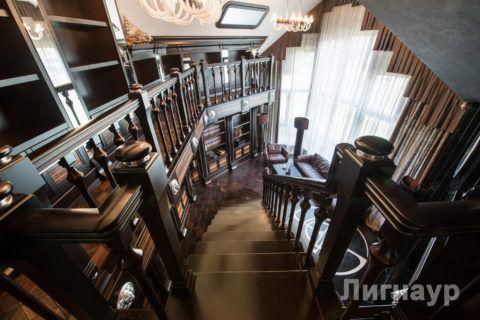 Эксклюзивная лестница и мебель из экзотической породы дерева макассар