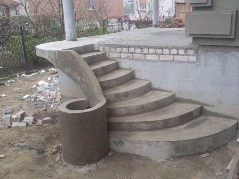Фигурное крыльцо из бетона