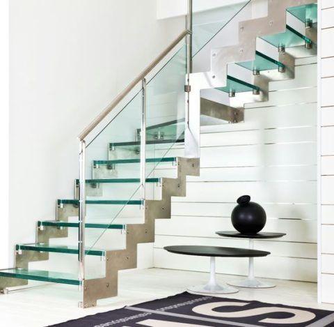Г-образная лестница со стеклом