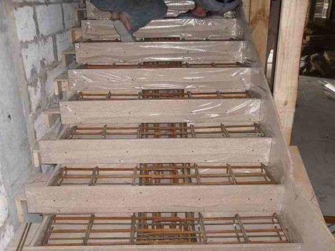 Изготовление крыльца из бетона – установка деревянной опалубки