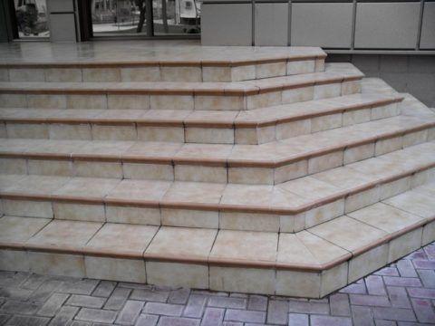 Керамическая плитка на ступени и крыльцо