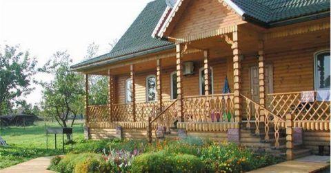 Красивое деревянное крыльцо