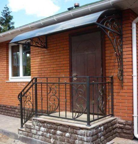Крыльцо дома: варианты небольших конструкций