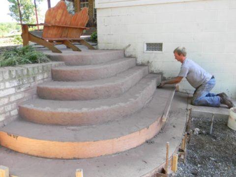 Крыльцо из бетона – как сделать заливку бетонной смеси