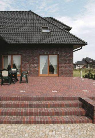 Крыльцо терраса к дому из бетонной тротуарной плитки