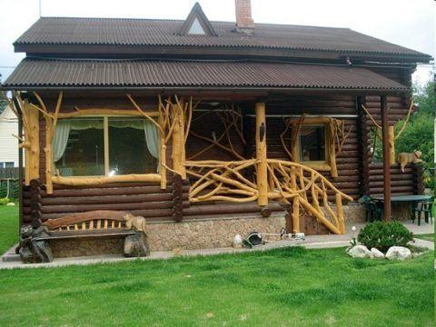Крытое деревянное крыльцо из веток