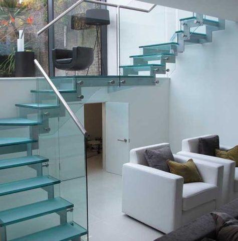 Лестница на стальных косоурах - фото