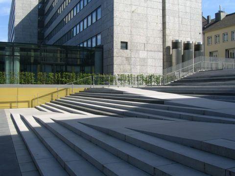 Лестница-пандус: удобная конструкция для передвижения детских и инвалидных колясок