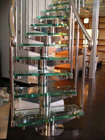 Лестницы из нержавейки и стекла