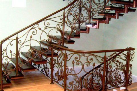 Лестницы металлические с деревянными ступенями
