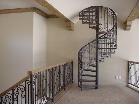 Лестницы металлические с деревянными ступенями более безопасны