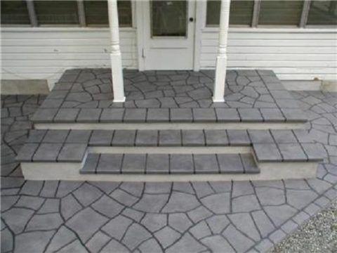 Литьевая тротуарная плитка на крыльце
