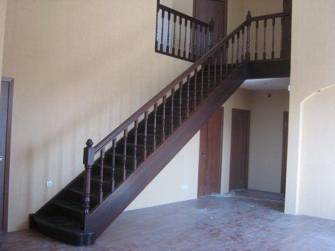 Маршевая лестница на второй этаж без поворота