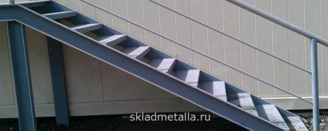 Металлическая лестница из профилированного металла