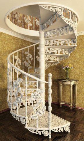 Металлическая лестница на центральной опоре