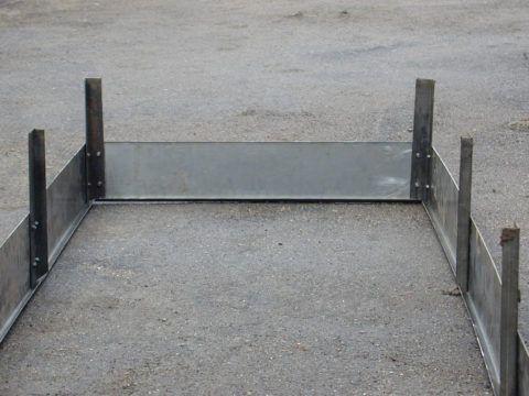 Металлическая опалубка для крыльца из бетона