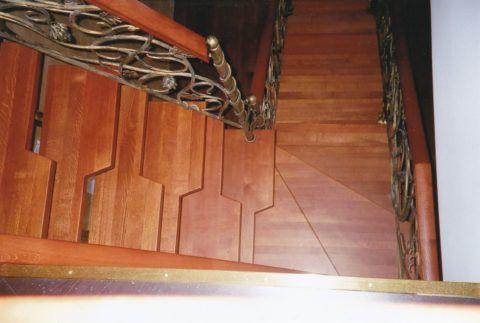 Мотыльковая (самба, утиный шаг), для ходьбы по такой лестнице нужно подбирать ногу для первого шага