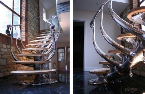 Необычный дизайн металлической лестницы с деревянными ступенями