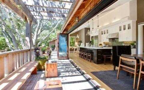 Объединение помещения кухни и террасы при помощи раздвижных систем