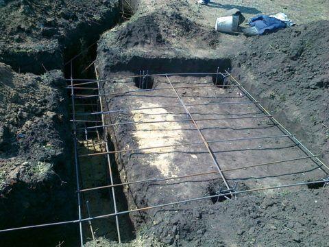 Оптимальный вариант - когда фундамент под крыльцо будет заливаться одновременно с фундаментом стен