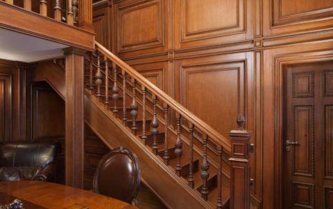 Пазы в тетивах деревянных лестниц имеют свойство расшатываться