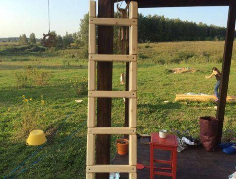 Правильно изготовленная лестница с врезкой ступеней в тетиву
