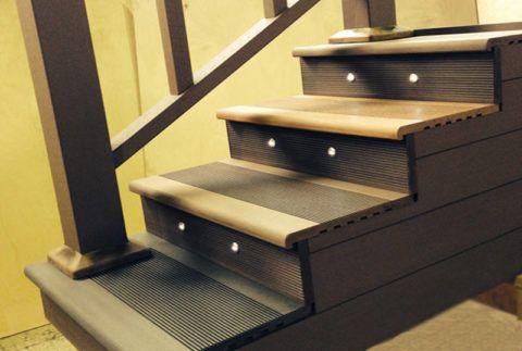 Противоскользящая поверхность террасной доски позволяет изготавливать безопасные ступени для крыльца