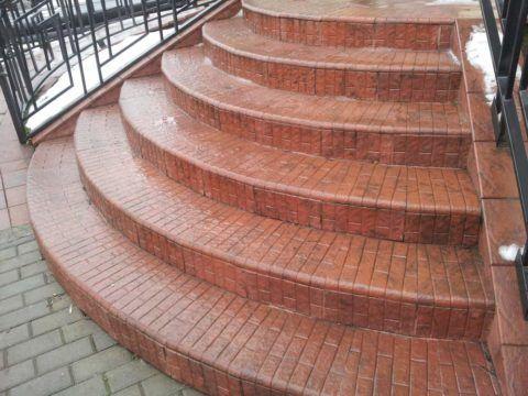 Радиусные ступени для крыльца с отделкой из керамического материала