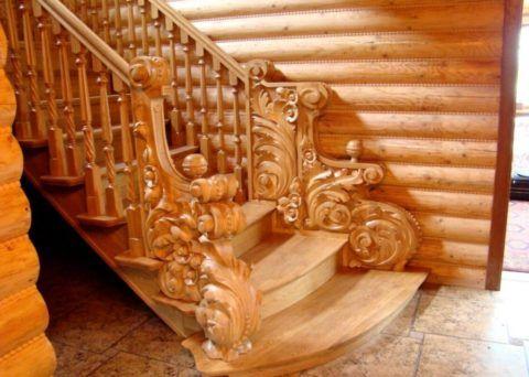 Резные элементы деревянной лестницы
