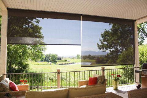 Рулонные шторы на открытой террасе защитят от солнца