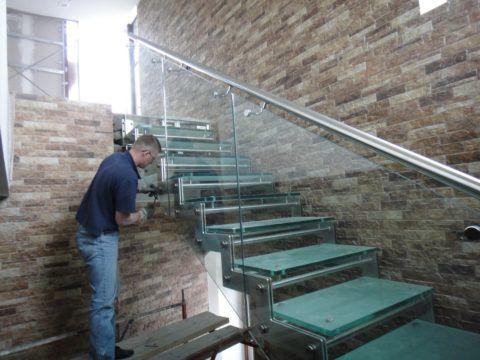 Сборка деталей лестницы