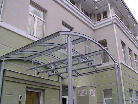 Современное крыльцо-крыша из стекла