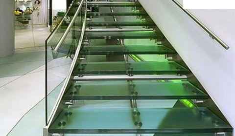 Стекло «триплекс» для ограждения лестницы
