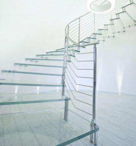 Стеклянные лестницы в домах