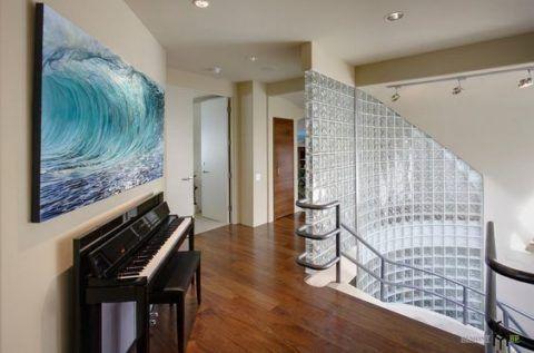 Стеклянные лестницы в загородном доме