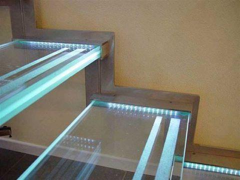 Стеклянные ступени с подсветкой