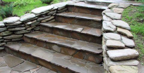 Строим бетонное крыльцо: отделка песчаником