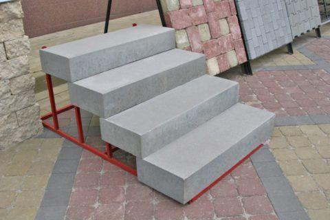 Типовые цельные бетонные плиты для ступеней крыльца