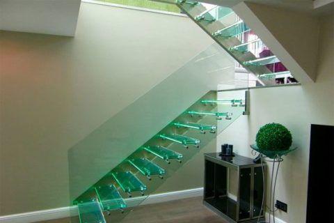 Цветное стекло для лестницы