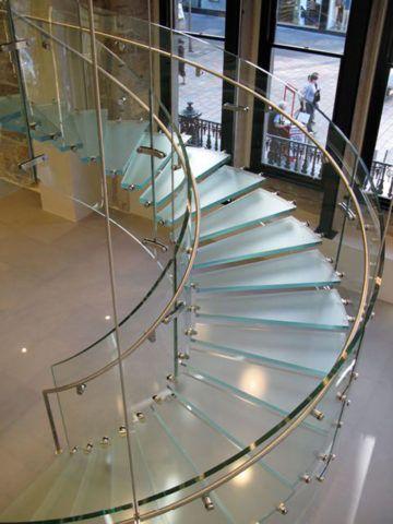Ухаживать за такой лестницей достаточно легко