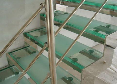 Вариант со стеклянными ступенями