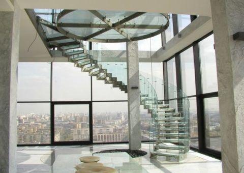 Винтовая лестница на двойном косоуре
