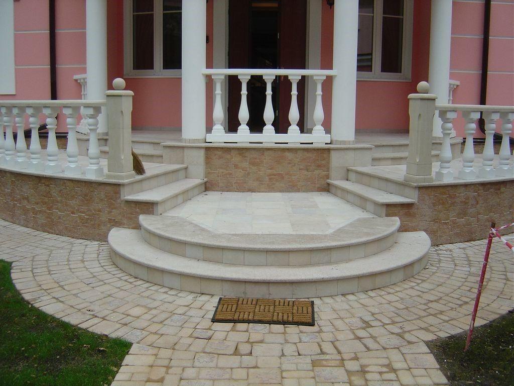Главный вход в здание